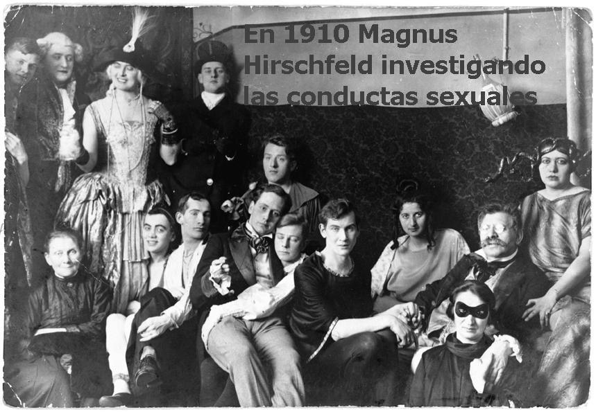 En 1910 Magnus Hirschfeld investigando las conductas sexuales