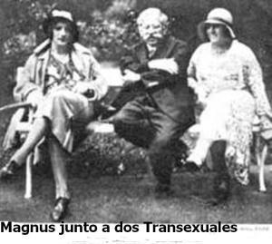 Magnus junto a dos Transexuales