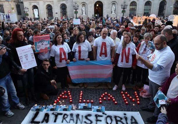 BARCELONA 27 12 2015 Sociedad Concentracion por el suicidio de un transexual de 17 anos por acoso escolar FOTO de RICARD CUGAT